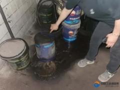 河北唐山:女子废机油随意排放被行拘